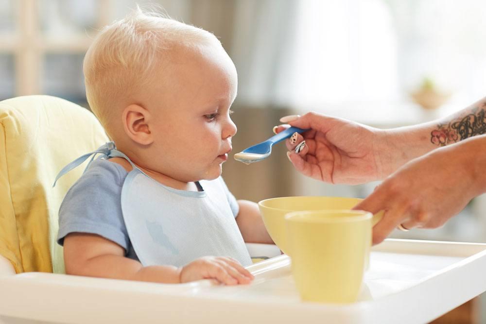 Foto de bebe comiendo