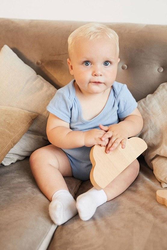 Foto de bebe en el sofa
