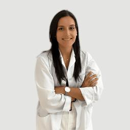Foto de la embrióloga, bioquímica y máster en reproducción asistida