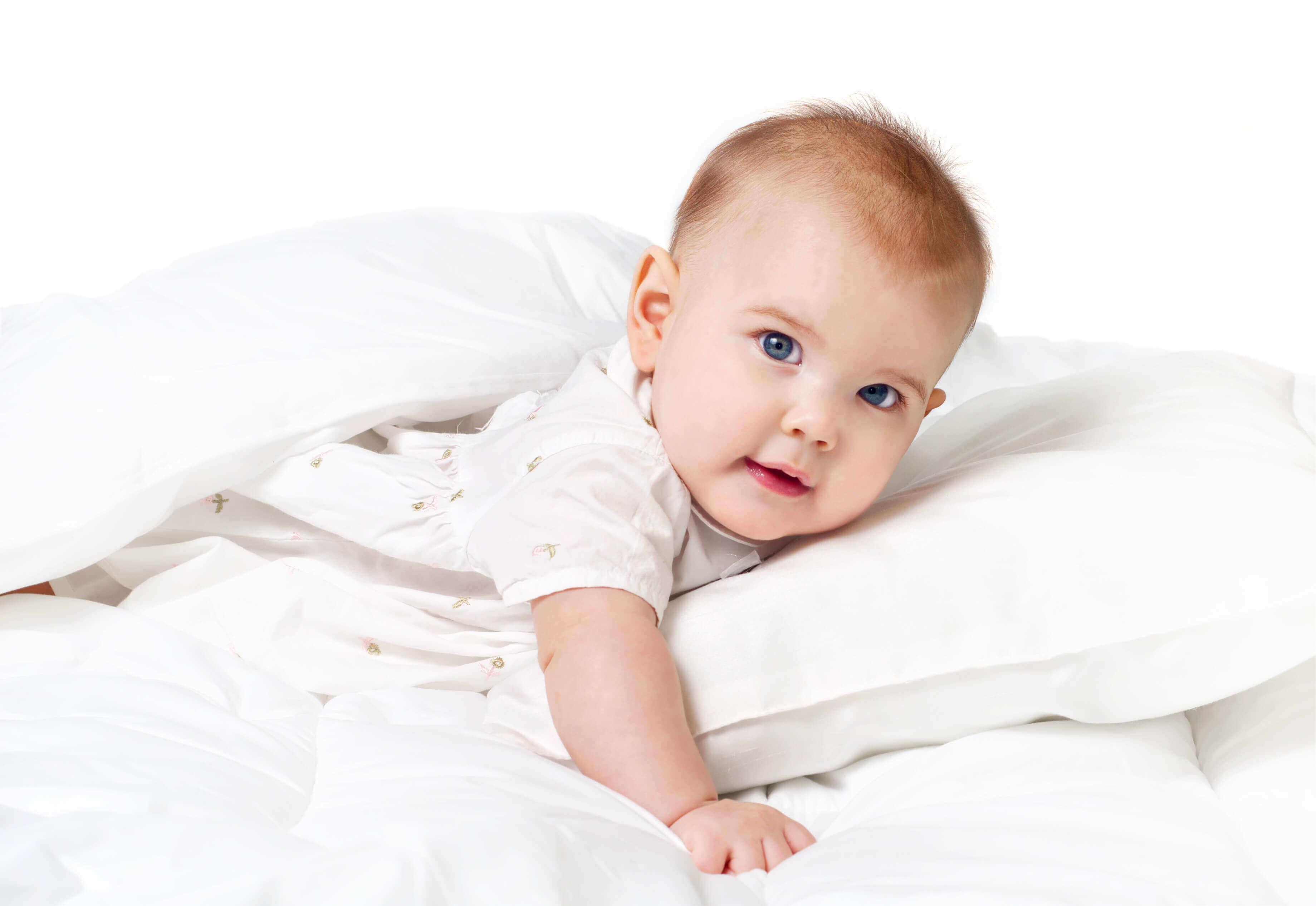 Foto de bebe en la cama